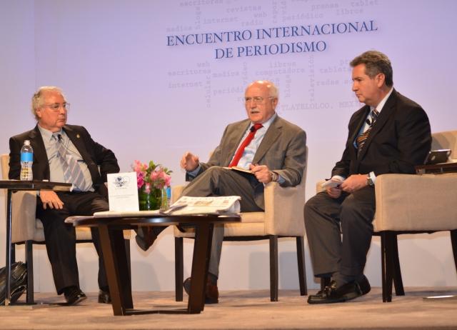 Con Manuel Castells y Leonardo Curzio en la charla 'Periodismo y política en la era digital'